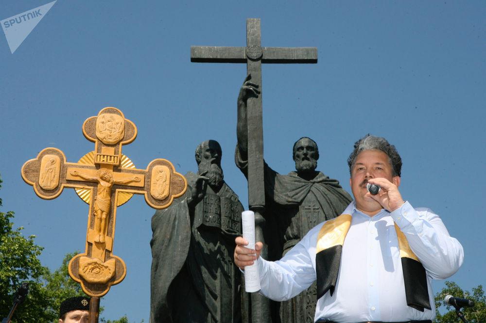 Serguéi Baburin durante el mitin en defensa de la cultura ortodoxa y la forma de vida tradicional