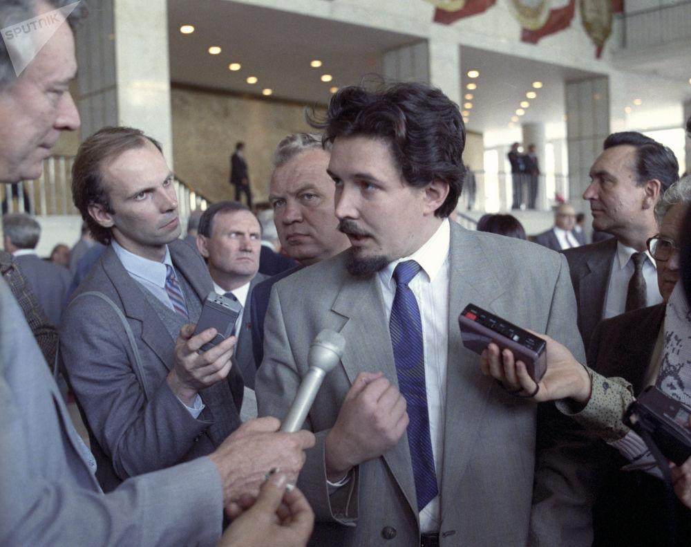 Serguéi Baburin en una entrevista con periodistas durante el V Congreso Extraordinario de Diputados del Pueblo de la URSS