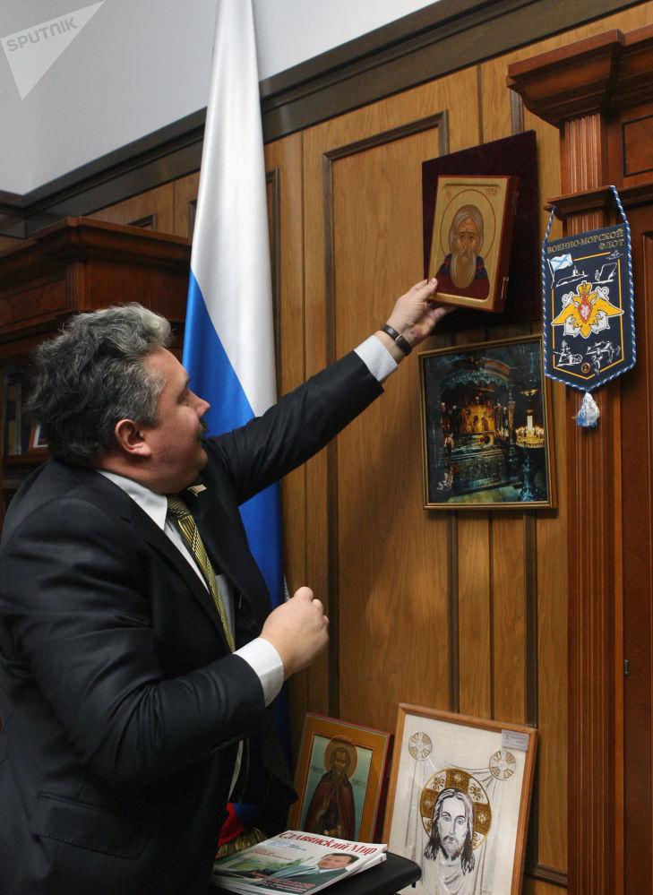 El entonces vicepresidente de la Duma Estatal de Rusia y actual líder de la Unión Popular de Rusia, Serguéi Baburin, en su oficina después del cierre de una sesión plenaria de la Cámara Baja del Parlamento
