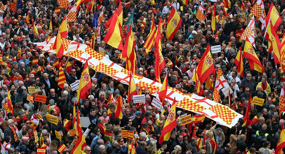 Masiva manifestación catalana en contra del independentismo