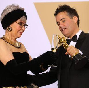 La actriz Rita Moreno junto con el director Sebastián Lelio