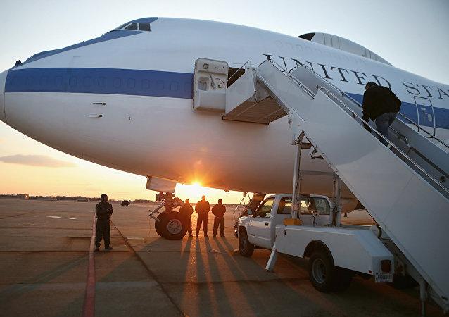 Avión E-4B en la pista de la base aérea Andrews