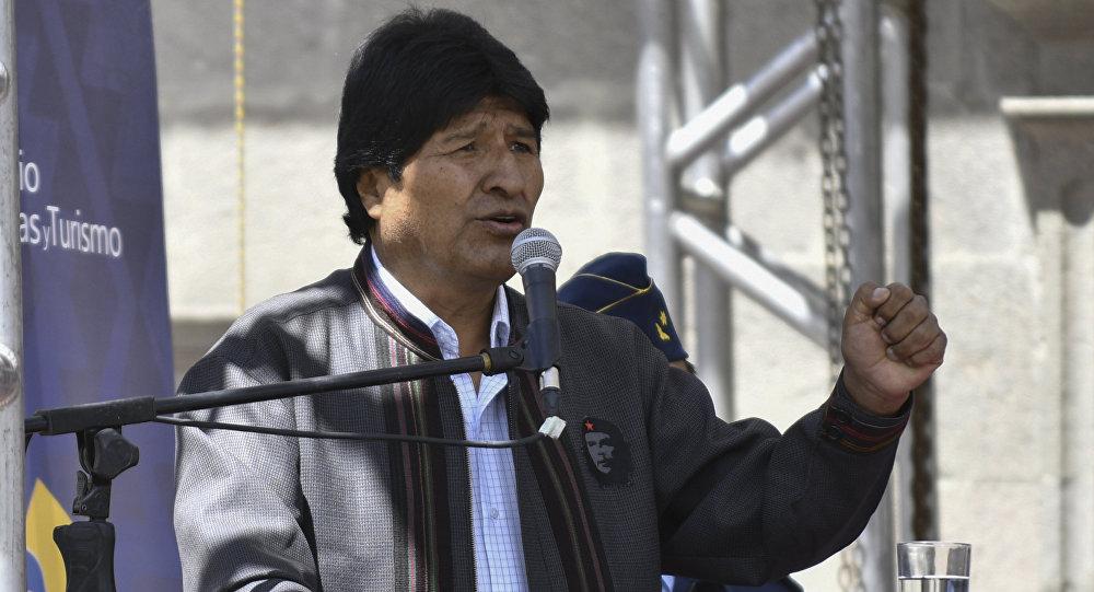 Desfile cívico militar rinde homenaje a la defensa de Calama — Bolivia