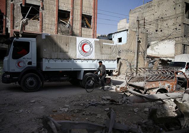 Ayuda humanitaria de Media Luna Roja en Duma, Siria