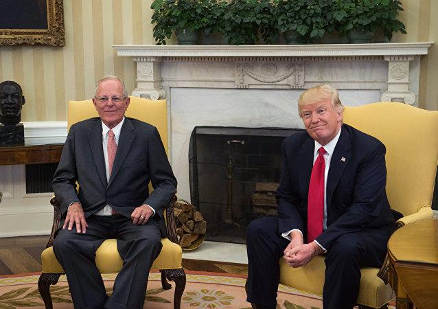 Pedro Pablo Kuczynski, el presidente de Perú y Donald Trump, el presidente de EEUU (archivo)