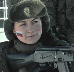 Las intrépidas soldados rusas enseñan sus pericias en un torneo de Maquillaje de Camuflaje