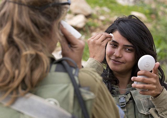 Soldados israelíes del batallón de sexos mixtos de Leones del Jordán