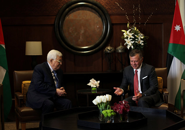 El rey Abdalah de Jordania y el presidente palestino, Mahmud Abás