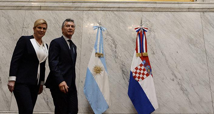 El presidente de Argentina, Mauricio Macri, con la presidenata croata, Kolinda Grabar-Kitarovic
