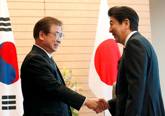 Enviado especial del presidente de Corea del Sur, So Hun, y primer ministro de Japón, Shinzo Abe