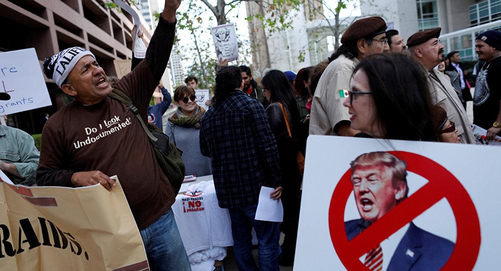 Marcha de protesta contra la visita del presidente Donald Trump en San Diego, EEUU, 12 de mayo de 2018