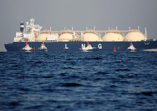 Un buque cisterna del gas natural licuado, imagen de archivo