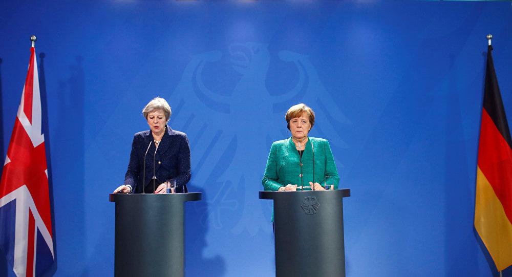 Primera ministra del Reino Unido Theresa May y la canciller de Alemania Angela Merkel (archivo)