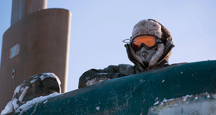Un marine estadounidense en el mar de Beaufort, en el Ártico