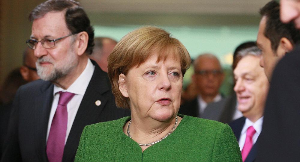 El presidente del Gobierno de España, Mariano Rajoy, y la canciller de Alemania, Angela Merkel