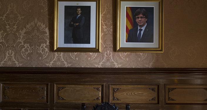 Los retratos del Rey de España, Felipe VI, y el expresidente de Cataluña, Carles Puigdemont (archivo)