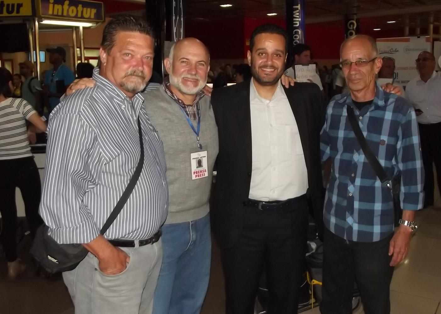 Fady Marouf, a su arribo a La Habana, junto a excorresponsales de Prensa Latina en Siria (de izquierda a derecha Miguel Fernández, Martin Hatchoun y Pedro García Hernández)
