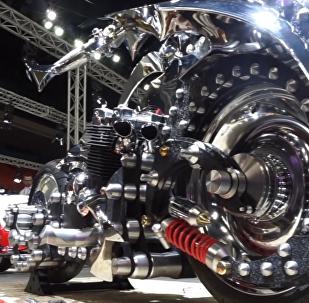 Así es la moto futurista rusa de la que incluso Batman podría tener envidia