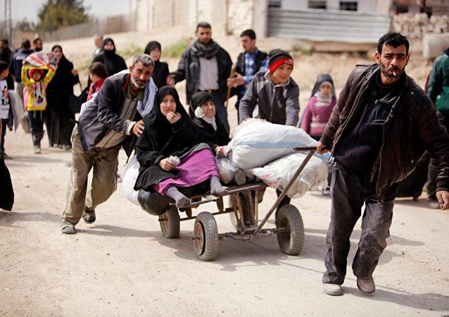 Civiles abandonando Guta Oriental, Siria (archivo)