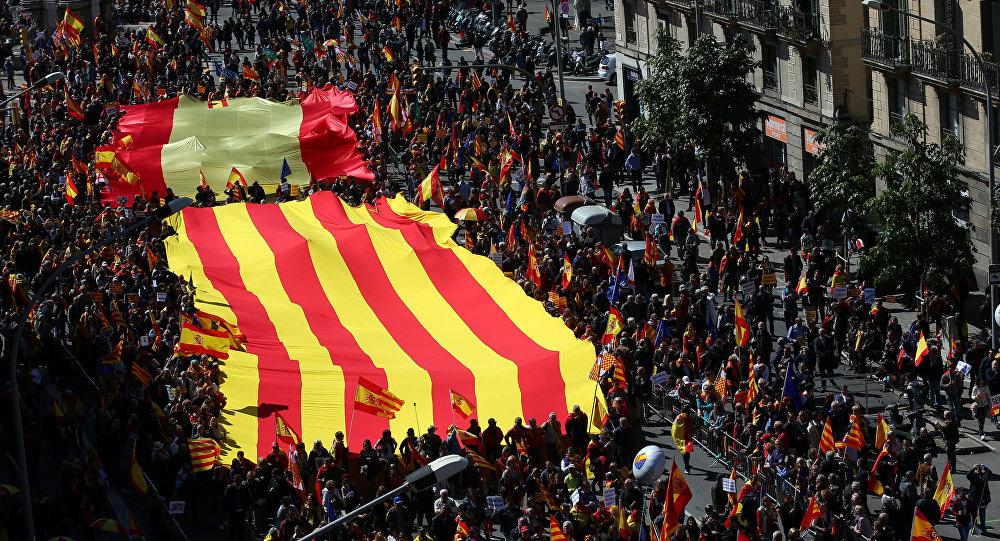 Marcha en Barcelona realizada por la plataforma unionista Societat Civil Catalana
