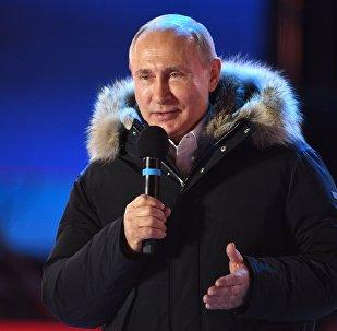 Президент РФ В. Путин поVladímir Putin, presidente de Rusiaсетил митинг-концерт в Москве, посвященный годовщине воссоединения Крыма с Россией