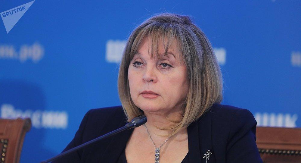 La jefa de la CEC rusa, Ela Pamfílova, durante la jornada electoral