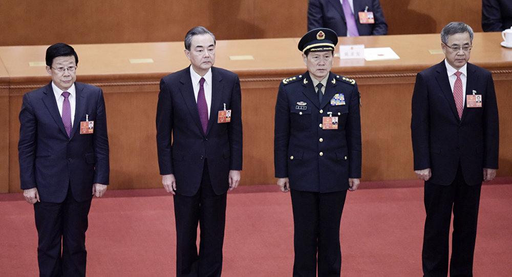 Nuevo ministro de Defensa de China, Wei Fenghe (segundo a la derecha)