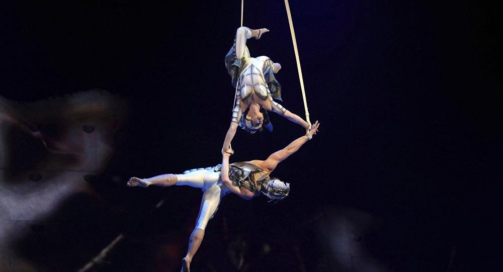 Acróbatas del Cirque du Soleil, imagen ilustrativa