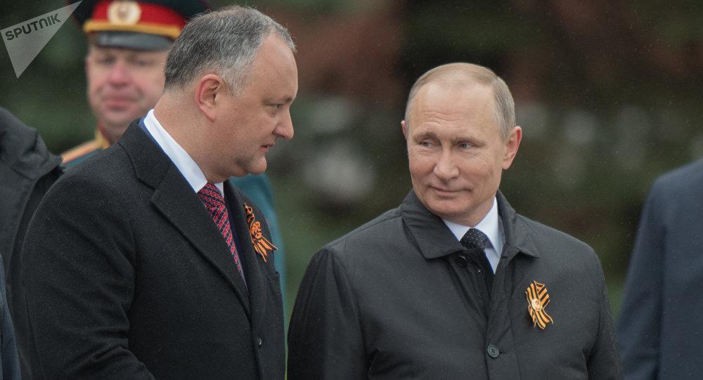 Igor Dodon, presidente de Moldavia, y Vladímir Putin, presidente de Rusia (archivo)