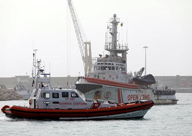 Barco de la ONG española Open Arms en el puerto de Pozallo, Italia (archivo)