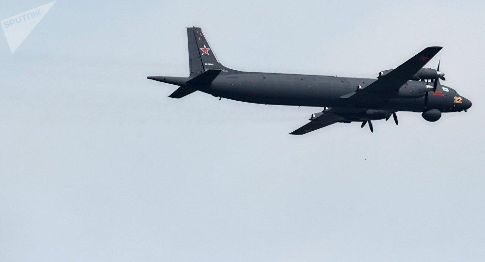 Avión Il-38N, foto de archivo