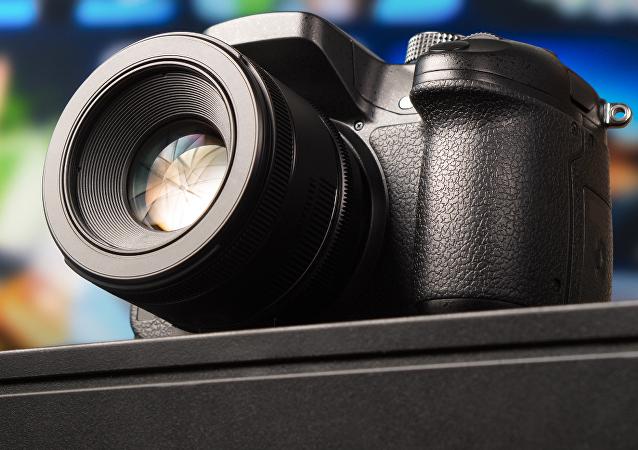 Una cámara, imagen referencial