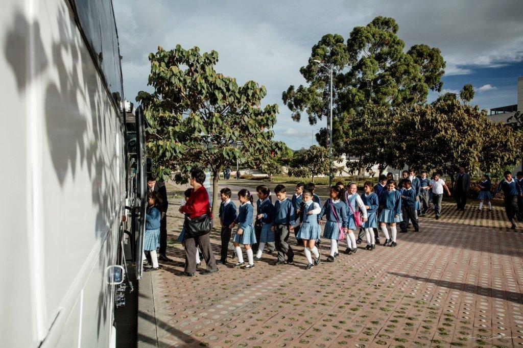 Participantes del proyecto 'Cien mil niños al Mayor' del Teatro Mayor de Bogotá