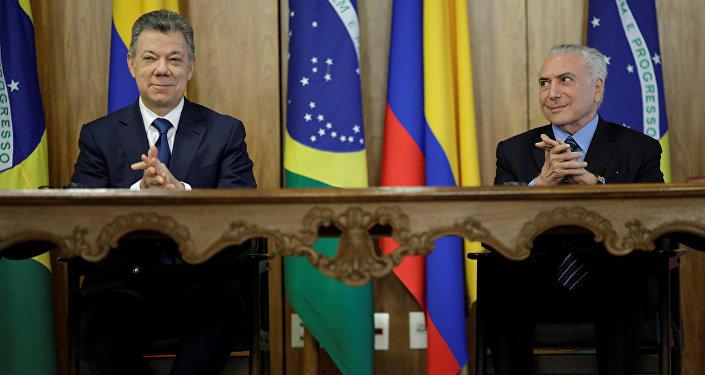 El presidente de Colombia, Juan Manuel Santos con su homólogo brasileño, Michel Temer