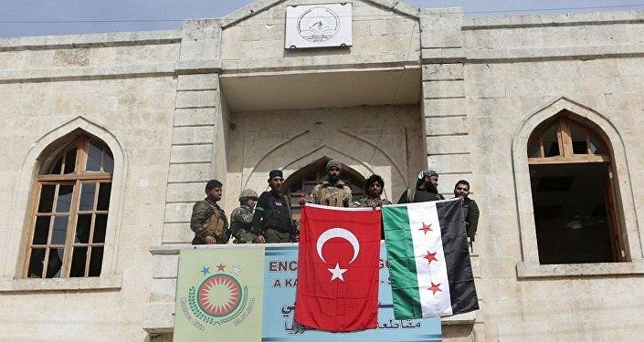 Tropas turcas y sus aliados del opositor Ejército Libre Sirio en la ciudad de Afrín