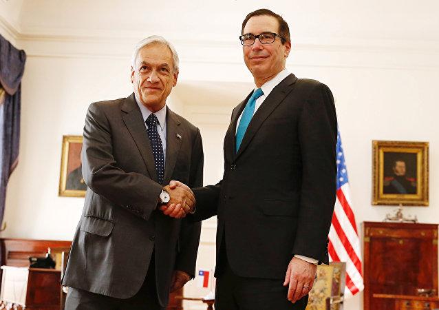 El presidente de Chile, Sebastián Piñera, y el secretario del Tesoro de EEUU, Steven Mnuchin