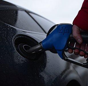 Reabastecimiento de combustible en una gasolinera (imagen referencial)
