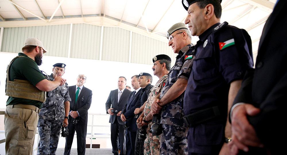 Militares estadounidenses y jordanos durante la apertura de la base de EEUU cerca de Amman