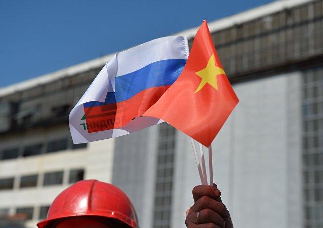 Banderas de Rusia y Vietnam
