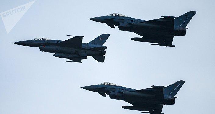 Cazas F-16 (imagen referencial)