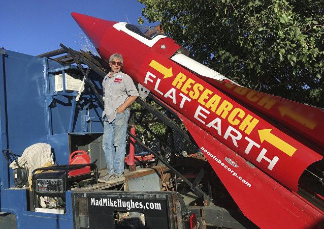 Mike Hughes, el 'científico' que cree que la Tierra es plana
