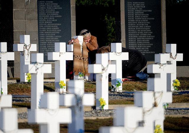 Visita al Cementerio de Darwin de familiares de caídos en Malvinas