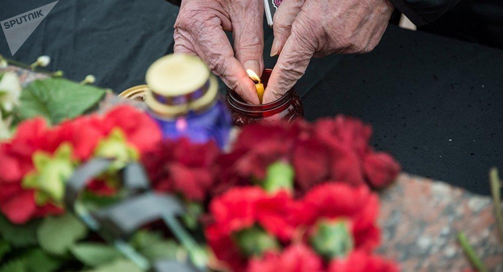 El monumento espontáneo en homenaje de las víctimas del incendio en Kémerovo