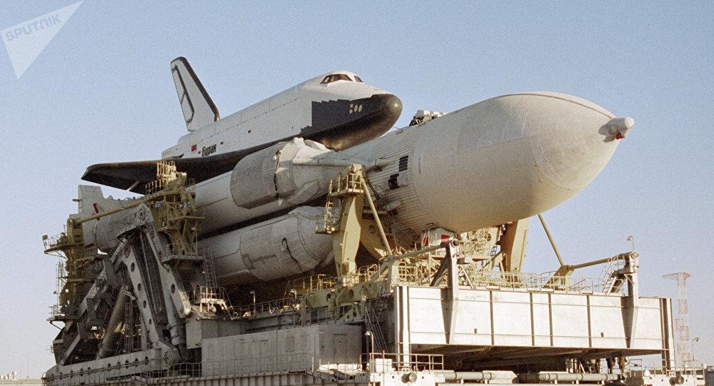 La nave espacial Burán con el cohete-portador (archivo)