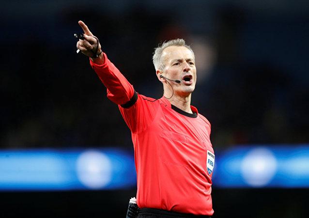 Un árbitro británico