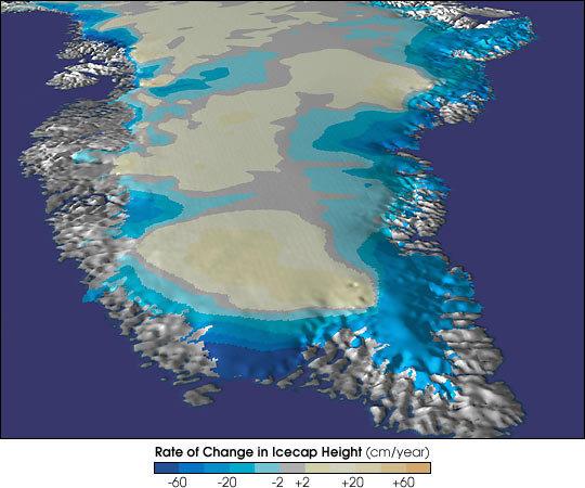 Cambios de nivel del casquete de hielo de Groenlandia medidos en cm por año desde 60 cm de aumento en la zona central hasta 60 cm de descenso en la periferia.