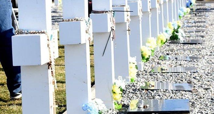 Imágenes de la comitiva de familiares de caídos en Malvinas que visitó las islas el 26 de marzo con motivo de la identificación de los restos de 90 soldados.