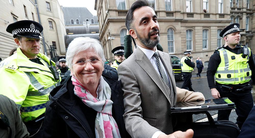 Exconsejera catalana, Clara Ponsatí, y su abogado, Aamer Anwar