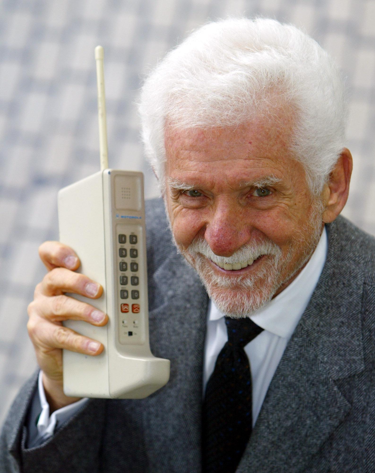 Cooper en 2003, cuando la primera llamada por celular cumplía 30 años