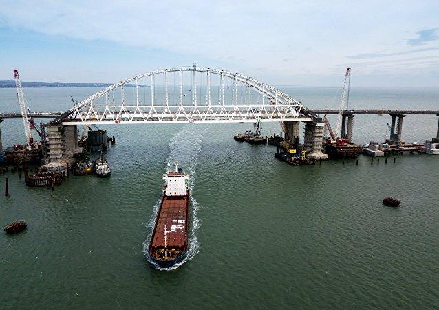 Construcción del puente de Crimea a través del estrecho de Kerch